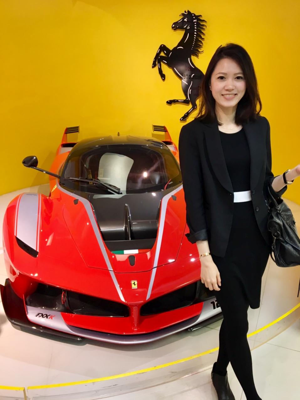 Lena參加學校舉辦的活動,到Ferrari總部參觀。